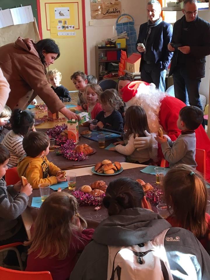 Le p re no l en maternelle la salle saint bernard - Pere noel maternelle ...
